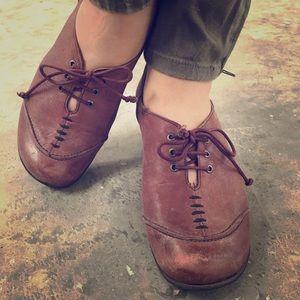 Fidji heeled lace up leather shoe